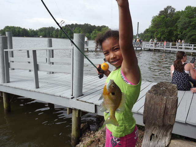 Kids fishing day at weiss lake for Crappie fishing in alabama
