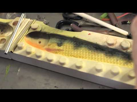 Video dusting a soft plastic lure how to color a soft bait for Plastic fishing lure molds